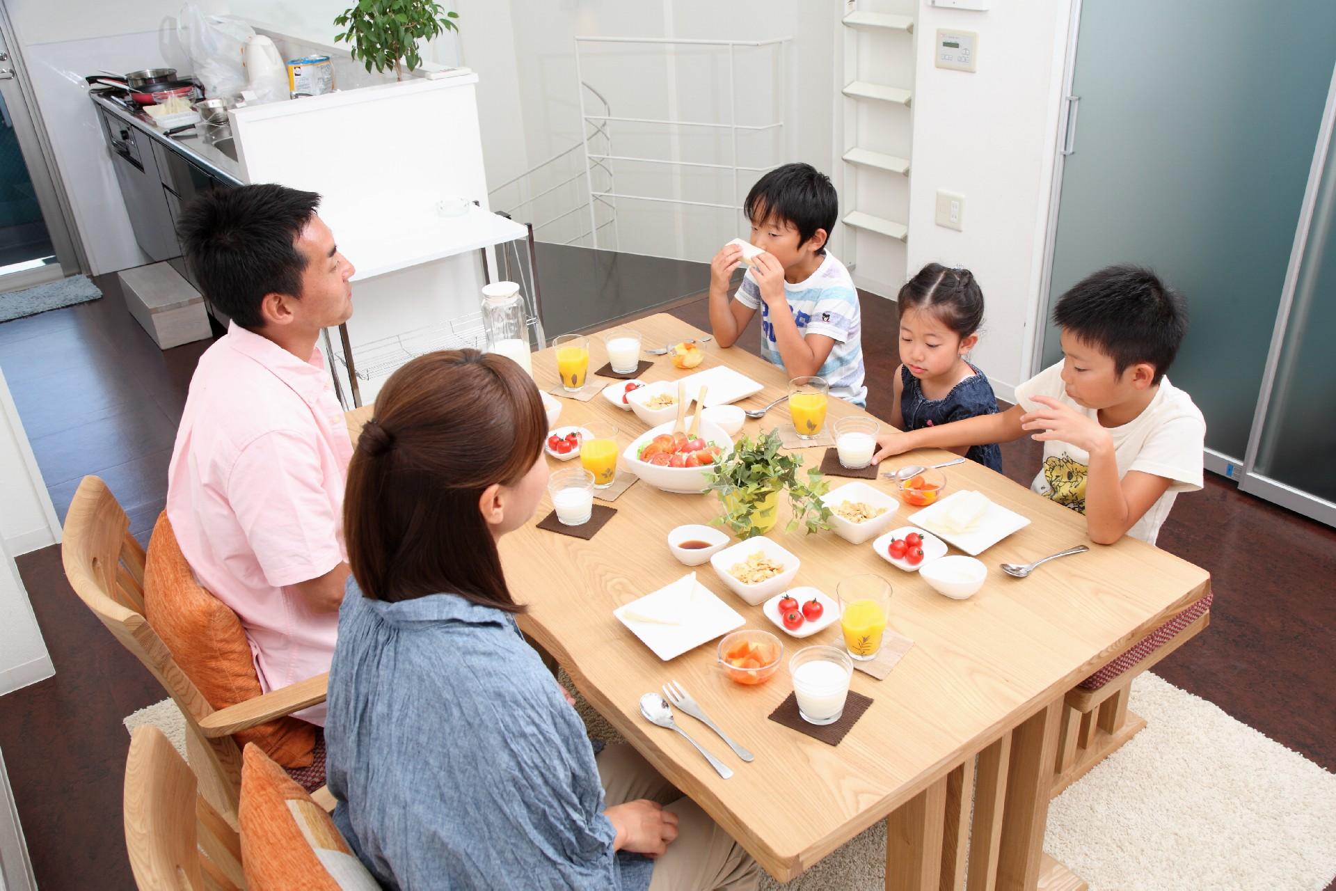 女性と家庭問題の悩み